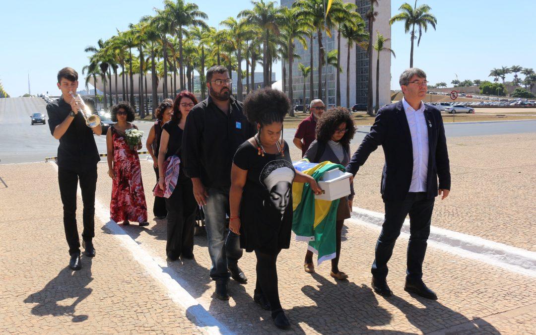 """Campanha Direitos Valem Mais convoca população e candidatos às eleições para a revogação da Emenda do """"Teto dos Gastos"""""""